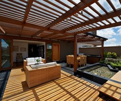 pergola with polycarbonate roofing